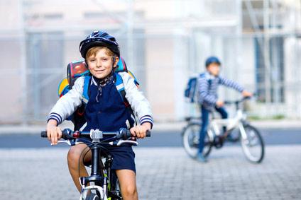 Schulranzen-Fahrradfahren